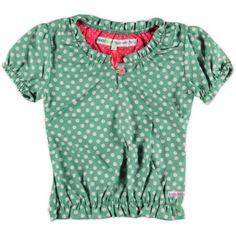 Groen blousje van Moodstreet, de blouse heeft een off white stippenprint. In de mouwen end e taille elastiek zodat een gesmokt effect ontstaat bij www.olliewood.nl