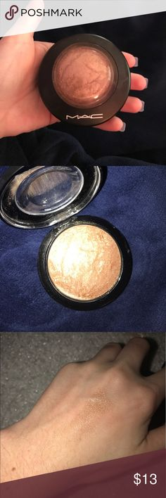 MAC highlighter Mac Mineralized skin finish in global glow. Perfect for an all around face glow. Perfect for any skin tone. Slighty used. Priced fairly!! Use on top of bronzer or by itself MAC Cosmetics Makeup Luminizer