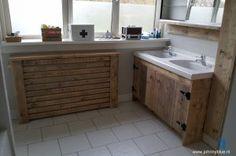 Badkamer renovatie met steigerhout - made by JohnnyBlue.nl Vanity, Bathroom, Kitchen, Fantasy, Home Decor, Ideas, Dressing Tables, Washroom, Powder Room
