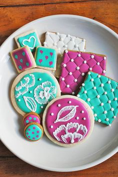 This vegan royal icing is made with aquafaba. It is very easy to make!