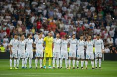 Real Madrid CF players hold a minute of silence in memory of the recent victims of the Barcelona terrorist attack before the Santiago Bernabeu Trophy match between Real Madrid CF and ACF Fiorentina at Estadio Santiago Bernabeu on August 23, 2017 in Madrid, Spain.