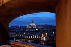 Vista desde el Castel Sant Angelo- de Basilica San Pedro al anochecer