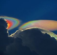 Arco iris de fuego (ni arco iris, ni de fuego)  En estas fotografías tomadas en Florida (EEUU) por Ken Rotberg se puede ver un fenómeno meteorológico muy poco frecuente.