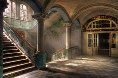 Konfigurierbares Motiv; Livingwalls Fototapete «Vintage Villa Hall» 036000
