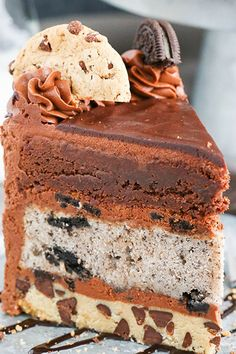 LAYER CAKE This Oreo Brookie Layer Cake is made with a layer of chocolate chip cookie Oreo cake and a wonderfully fudgy brownie It is easily my new favorite cake So sin. Best Chocolate Chip Cookies Recipe, Chocolate Chip Cookie Cake, Oreo Cake, Brownie Cake, Best Dessert Recipes, Easy Desserts, Delicious Desserts, Cake Recipes, Yummy Food