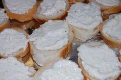 Fotorecept: Rodinná cesnaková nátierka Snack Recipes, Cooking Recipes, Snacks, Camembert Cheese, Recipies, Appetizers, Eat, Healthy, Food
