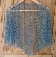 Me encantan los chales de crochet tejidos con hilos muy muy finitos y delicados, me resultan muy románticos y a la vez cómodos de llevar y m...