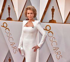 Jane Fonda Does Oscars Red Carpet Beauty Like a Boss Red Carpet Hair, Red Carpet Looks, Oscar Night, Color Naranja, Wind Machine, Red Carpet Fashion, Now And Forever, Fashion News, Jane Fonda