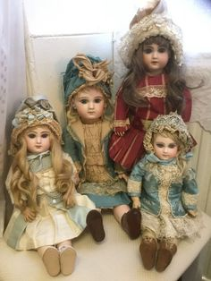 French dolls in costume Pretty Dolls, Beautiful Dolls, Porcelain Dolls Value, Doll Display, China Dolls, Vintage Paper Dolls, Bisque Doll, Old Dolls, Doll Quilt