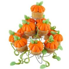 Such an awe-inspiring collection of harvest-ready cupcakes! Use tip 2A to pipe pumpkins on cupcake tops, add green leaves and green string licorice. These are featured on our 13-Count Cupcakes-N-More Dessert Stand.