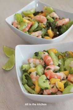 salade de crevette, mangue, concombre, menthe et citron vert shrimp salad, mango, cucumber, mint and lime