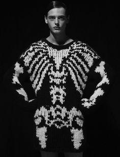 bizarrefashiontriangle111: knitted skeleton