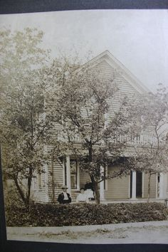 Murphy family home on Abe Street, Joliet, Illinois. House destroyed by fire in the Carolus, Mary/Mariah and Elizabeth Dolan-Murphy. Joliet Illinois, Billy The Kids, Abandoned Homes, Genealogy, Lincoln, 1940s, American Girl, Cities, Irish