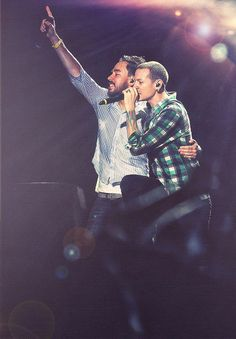 Mike Shinoda and Chester Bennington  Linkin Park