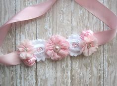 Pink Maternity sash girl sash belly sash by TatteredPetal on Etsy Baby Shower Crafts, Baby Shower Party Supplies, Baby Shower Parties, Baby Shower Themes, Baby Shawer, Baby Bows, Flower Girl Headbands, Baby Headbands, Baby Shower Sash