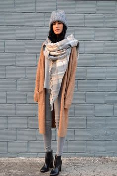Серые джинсы (63 фото): с чем носить, кому подойдут, луки и образы, с завышенной…