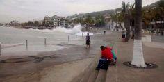 Cierran playas de Puerto Vallarta por fenómeno de mar de fondo