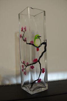 Ten wazon też miał być przeznaczony na prezent, ale zauważyłam za późno, że jest wyszczerbiony. Skończyło się, więc na tym, że ten sam motyw namalowałam na okrągłym wazonie.Po świętach ta sztuka z…