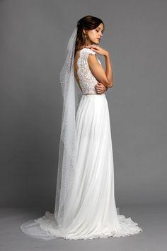 Wenn dir unsere Wisteria Pearl mit Tüllrock gefällt, aber du eher einen Rock möchtst der durch feine, schlichte Eleganz besticht, dann probiere auch unsere Kombination mit unserem Chiffonrock Blossom. Zusammen mit dem Schleier aus Pünktchentüll ist diese Kombination einfach nur zauberhaft. Formal Dresses, Wedding Dresses, Fashion, Simple Elegance, Veils, Dress Wedding, Simple, Dresses For Formal, Bride Dresses