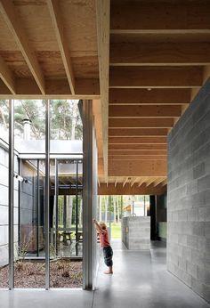 ONO - Family house, Waasmunster Via, photos (C) Filip Dujardin. Concrete Houses, Concrete Blocks, Concrete Slab, Polished Concrete, Architecture Résidentielle, Contemporary Architecture, Futuristic Architecture, Patio Interior, Interior And Exterior