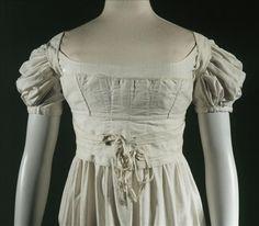 Corselet, vers 1820, vue de face © R. Briant et P. Ladet / Galliera / Roger-Viollet