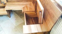 Unter der Sitzfläche ist der Stauraum versteckt Küchen Design, Kitchen Ideas, Diy, Patio, Kitchens, Elm Tree, Lounge Seating, Building Homes, Wood Ideas