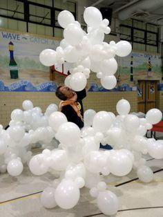 winter wonderland balloon arch