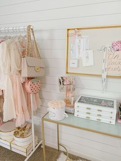 Feminine Office, Gold Office, Blush And Gold, Fashion Videos, Diy Earrings, Jewelry Organization, Home Decor Inspiration, Wardrobe Rack, Sweet Home