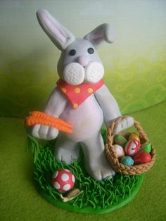 Création modelage d'un lapin de Pâques, par Marine Troci