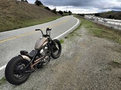 I like the overall look of this Honda but I pinned this mainly for the bars and rear fender