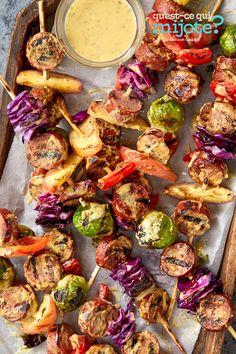 Brochettes de saucisses pour l'Oktoberfest #recette Cabbage And Sausage, Turkey Sausage, Sausage Kabobs, Honeycrisp Apples, Kabob Recipes, Yummy Food, Tasty, Recipe Please, Cooking Instructions