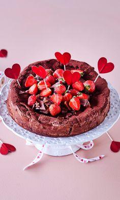 Daim-mutakakku | Meillä kotona Little's Coffee, Sweet Pastries, Something Sweet, Let Them Eat Cake, Food Inspiration, Raspberry, Sweet Tooth, Cheesecake, Deserts