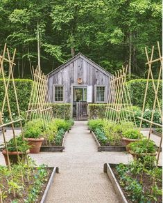 7 best vegetable garden layout ideas on soil, sun orientations, spacing, edible planting varieties, plans & design secrets to create productive & beautiful kitchen gardens. – A Piece of Rainbow Backyard Vegetable Gardens, Veg Garden, Vegetable Garden Design, Garden Cottage, Backyard Cottage, Potager Garden, Fruit Garden, Small Yard Vegetable Garden Ideas, Garden Beds