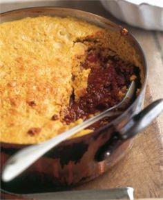 Nigella Lawson Chili mit Maisbrot und Käse überbacken