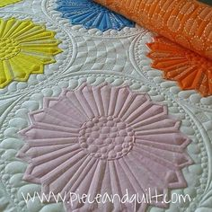 I like the petal echo quilting on these dresden plates. Long Arm Quilting Machine, Machine Quilting Patterns, Longarm Quilting, Free Motion Quilting, Quilting Projects, Quilt Patterns, Quilting Ideas, Modern Quilting, Dresden Plate Patterns