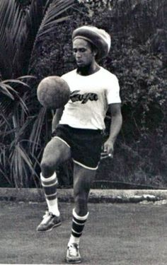 1970s : Bob Marley playing soccer in Black and White - Codeblack Icons