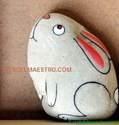 Piedras pintadas para niños-3-conejo Rock Painting Ideas Easy, Rock Painting Designs, Painting For Kids, Pebble Painting, Pebble Art, Stone Painting, Stone Crafts, Rock Crafts, Painted Rocks Craft