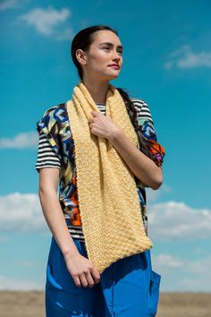 Get It Now Cirrus Cowl by Eleanor Parkin in knitscene Fall 2016 or buy the individual pattern. Let this cowl hang loose, or wrap it once for added coziness. Scarf Patterns, Knitting Patterns, Knitting Daily, Knit Cowl, Fall 2016, Infinity, Sari, Sewing, Fashion