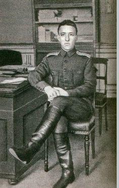 На военную службу в 13-ю инженерно-строительную дружину призван знаменитый поэт Александр Блок