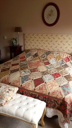 Simple pattern, yet quite pretty! Sampler Quilts, Star Quilts, Scrappy Quilts, Baby Quilts, Quilt Square Patterns, Quilt Patterns Free, Square Quilt, Sewing Patterns, Red And White Quilts