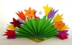 Flower decoration for the table - plant crafts - my granddaughter . - Flower decoration for the table – planting crafts – my grandchildren and me - Flower Crafts, Diy Flowers, Paper Flowers, Flower Garlands, Flower Decorations, Easy Arts And Crafts, Diy And Crafts, Easter Crafts, Kids Crafts