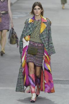 Chanel RTW Spring 2015 - Slideshow         Not sure what some designers are trying to do, but it doesn't seem to be flattering the feminine figure.