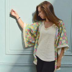 Coudre un kimono : simple comme konichiwa Gilet Kimono, Kimono Top, Kimono Outfit, Business Look, Diy Clothes, Textiles, Sewing, Simple, How To Wear