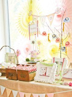 dreamy-safari-princess-first-birthday-party-favor-table