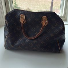 LV Speedy 30 Some of the piping on the bottom is coming out. This is a quick easy fix at LV. Guaranteed authentic. Comes w lock and key! Inside has some staining from wear and love ❤️ Louis Vuitton Bags