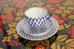 Den klassiska ryska kaffekoppen Cobalt-Net med assiett.