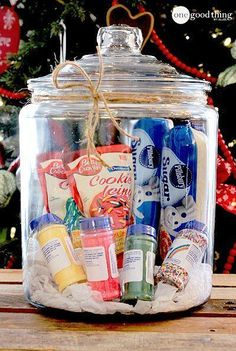 Gifts In A Jar . Simple, Inexpensive, and Fun! - One Good Thing by Jillee Gift basket Ideas Gift baskets have been done to death, so give a gift in a jar this year! Check out these 10 creative ideas for heartfelt holiday gifts packed up in a jar. Raffle Baskets, Diy Gift Baskets, Fundraiser Baskets, Cookie Gift Baskets, Homemade Gift Baskets, Themed Gift Baskets, Mason Jar Gifts, Mason Jars, Gift Jars