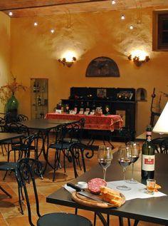 Biking through Tuscany - Wine Tasting at Casa Sola - Sala degustazione