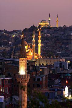 (via Mosques of Istanbul, a photo from Istanbul, Marmara | TrekEarth) Istanbul, Turkey