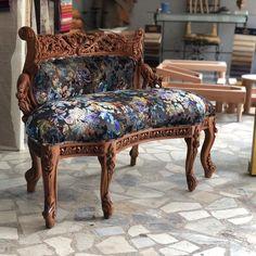 1 sınıf üretim Vanity Bench, Satin, Furniture, Home Decor, Decoration Home, Room Decor, Elastic Satin, Home Furnishings, Home Interior Design